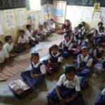 机もカバンも無いインド農村部の生徒たちを救った素晴らしいアイデア